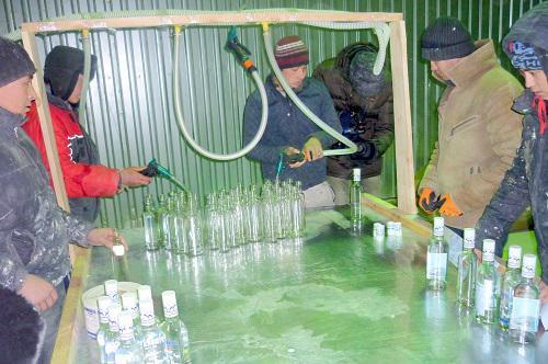 ВЕкатеринбурге наподпольном водочном цехе найдено 11 тыс. бутылок соспиртным